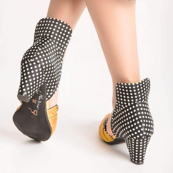 סנדלי עקב בעיצוב מיוחד- נעליים אונליין, נעלי נשים מיקה דרימר