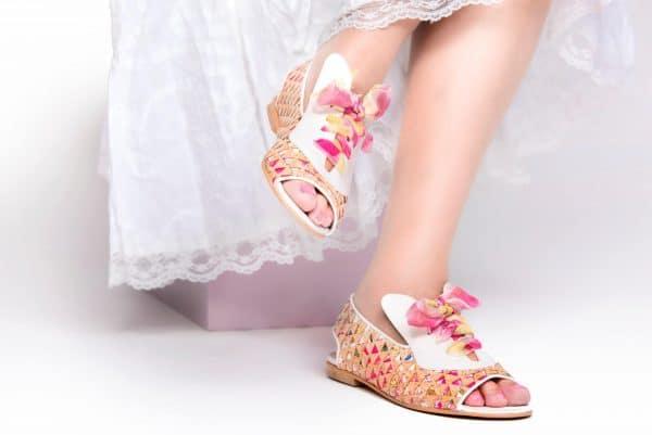סנדלים לנשים דגם LOVE - נעליים אונליין, נעלי נשים מיקה דרימר