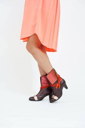מגפונים לנשים בגוונים מעודנים ובעיצוב חורפי קולקציית 2018 - נעליים אונליין, נעלי נשים מיקה דרימר