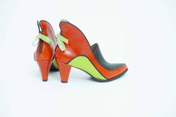 מגפוני עור לנשים קולקציית חורף 2018 בעיצוב שונה עם עקב בגוונים ססגוניים - נעליים אונליין, נעלי נשים של מעצבת הנעליים הישראלית מיקה דרימר