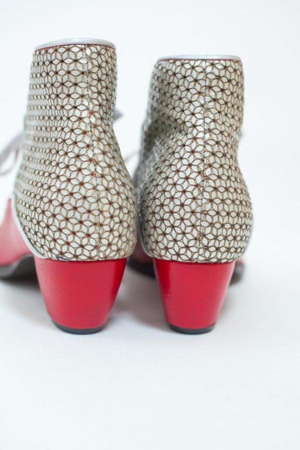 מגפונים לנשים של מעצבת הנעליים מיקה דרימר בהשארת שוקולדים וקינוחים קולקציית חורף 2018 - נעליים אונליין, נעלי נשים