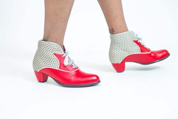 מגפונים לנשים עשויות עור איכותי בגוונים מיוחדים ובעיצובים מרהיבים - נעליים אונליין, נעלי נשים מיקה דרימר